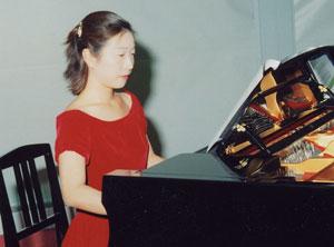 乾 浩明氏 挨拶 濱崎智江さんのピアノ演奏 ▲ページトップに戻る 次のお知らせを見る